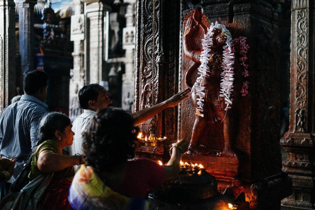 worshipping hanuman image